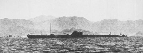 japanese_submarine_i-175_in_1941