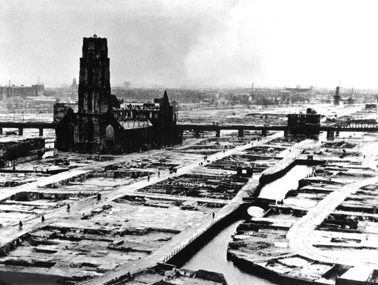 rotterdam_laurenskerk_na_bombardement_van_mei_1940
