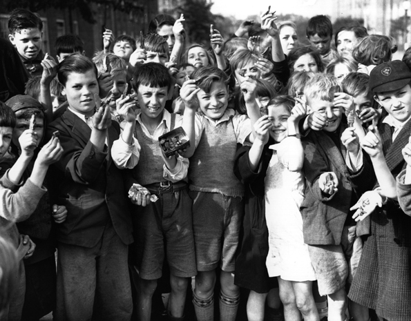 ww2_children_east_end_scraps