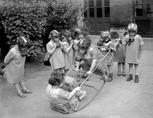 ww2_children_play_gas_masks