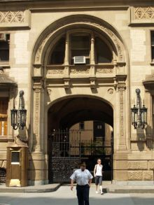 1_west_72nd_street_the_dakota_entrance_by_david_shankbone