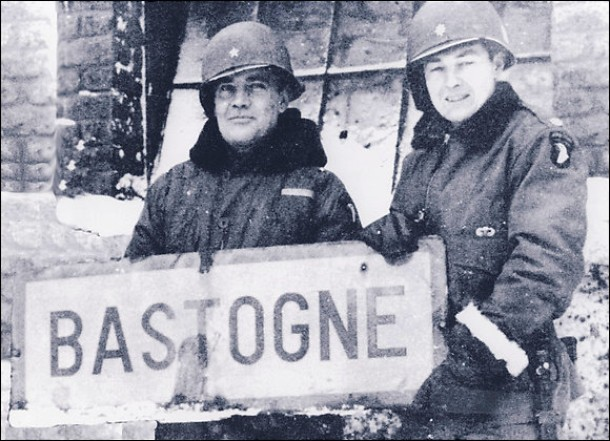 anthony_c-_mcauliffe_left_and_then-col-_harry_w-o-_kinnard_ii_at_bastogne