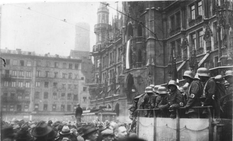 Hitler-Putsch, München, Marienplatz
