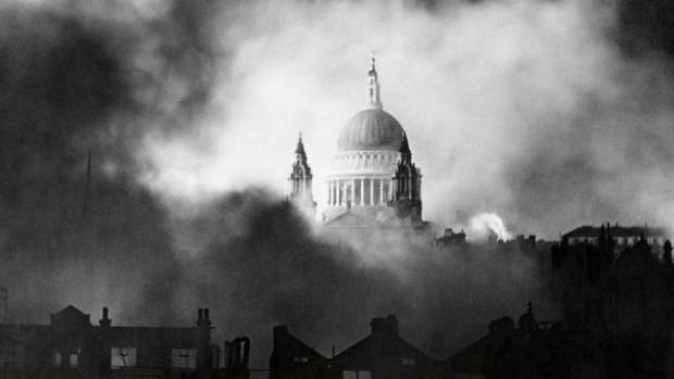 fire-around-st-pauls-cathedral-london-136395144108103901-141223163039