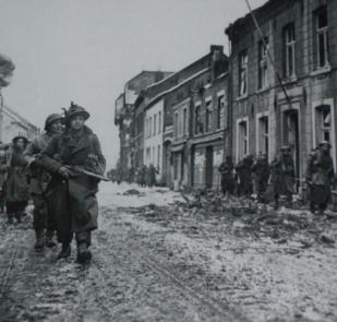 7th_armoured_division_marcheren_door_de_bovenstestraat