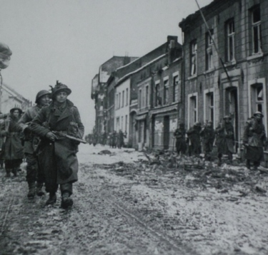 7th_armoured_division_marcheren_door_de_bovenstestraat