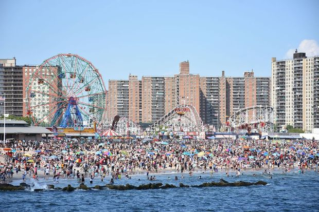 coney_island_beach_and_amusement_parks_june_2016
