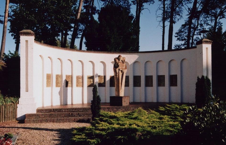 montfort_mass_grave_monument