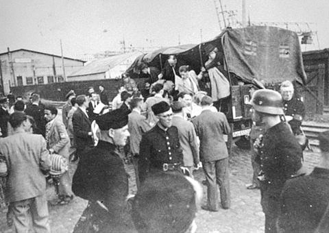 round-up-of-jews-in-holland-many-if-whom-were-killed-in-auschwitz