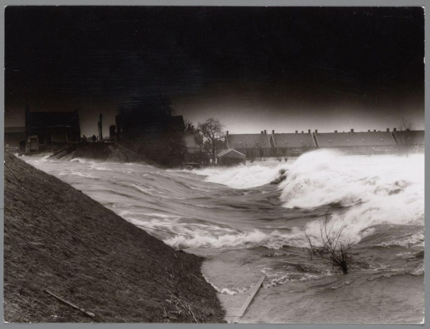 watersnoodramp_1953_-_dijkdoorbraak_in_de_alblasserwaard_bij_papendrecht
