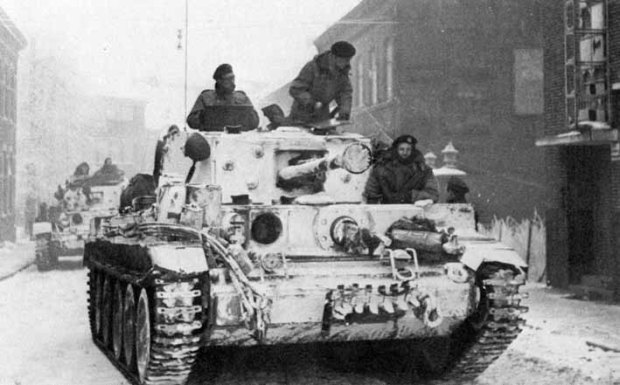 wit_geschilderde_cromwell_tank_7th_armoured_division_tijdens_operation_blackcock
