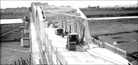 graves_bridge_holland1944