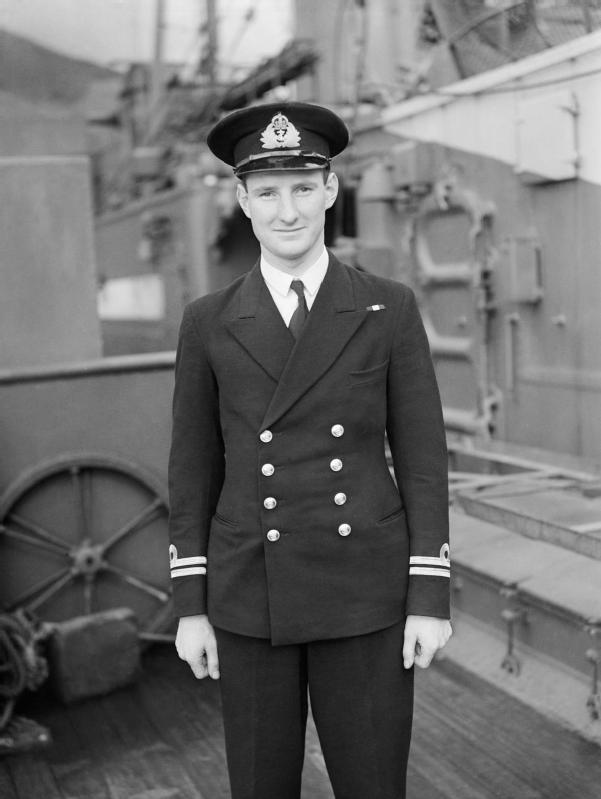 hm_submarine_venturer_latest_submarine_to_be_commissioned-_20_august_1943_holy_loch-_a18834