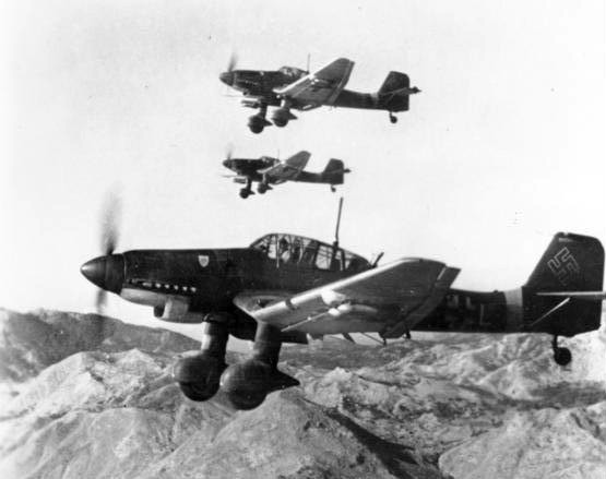 junkers_ju_87ds_in_flight_oct_1943