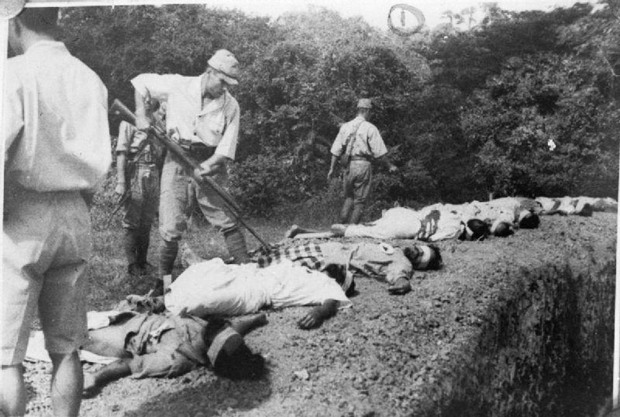 Japanese troops using prisoners of war for target practice, 1942 3