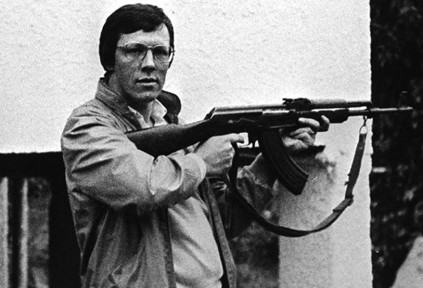 peter-robinson-caught-on-camera-in-late-1984-during-a-visit-to-the-israel-lebanon-border-with-an-automatic-assault-rifle