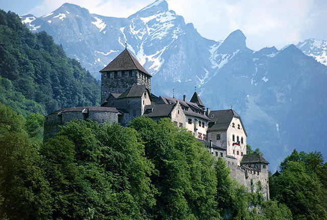 vaduz_castle_liechtenstein_0