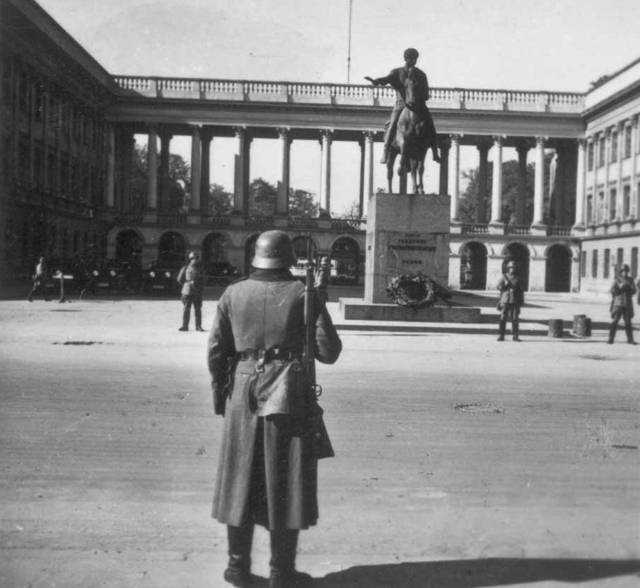Warsaw_(1940s)