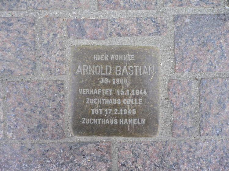 1024px-Arnold_Bastian