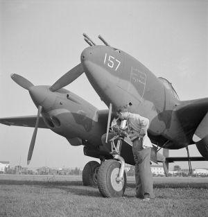 800px-Lockheed_P-38G-1-LO_Lightning_LOC_fsa.8d22581