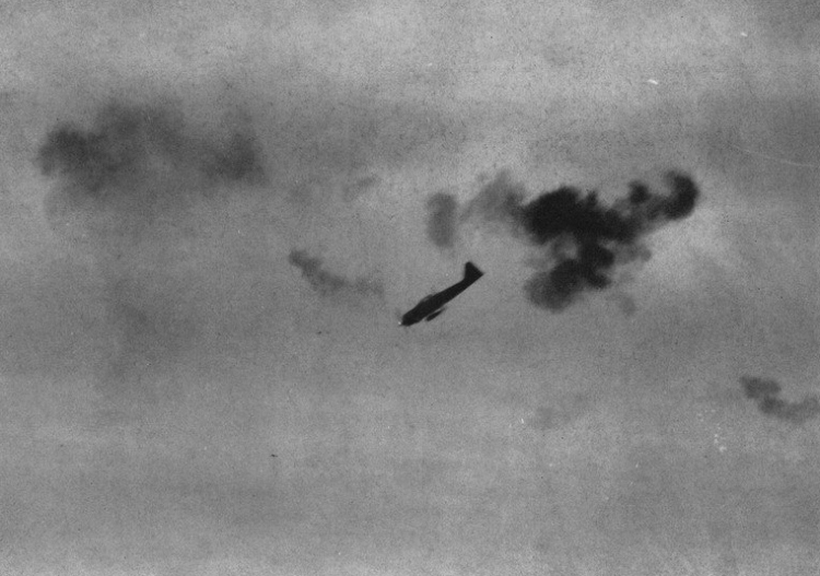 A6M_kamikaze_attacking_c1945