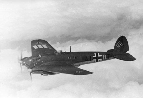 Bundesarchiv_Bild_101I-343-0694-21,_Belgien-Frankreich,_Flugzeug_Heinkel_He_111