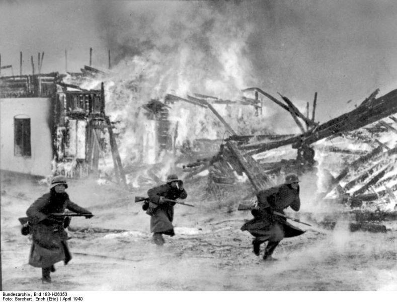 german_soldiers_in_burning_norwegian_village_1940