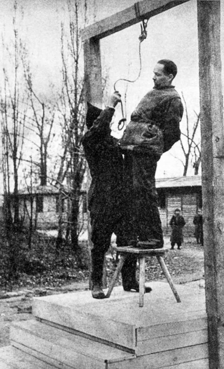 Rudolf Hoess the commandant of the Auschwitz concentration camp, is hanged next to the crematorium at the camp, 1947 (1)