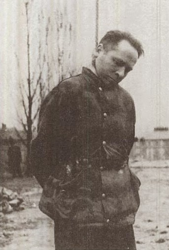Rudolf Hoess the commandant of the Auschwitz concentration camp, is hanged next to the crematorium at the camp, 1947 (2)