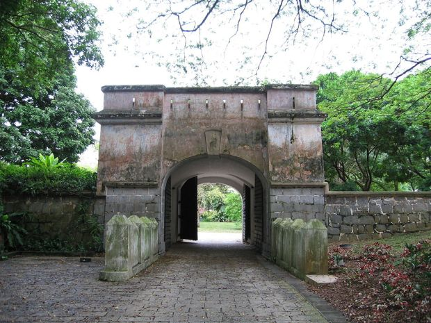 1024px-The_Gate_of_Fort_Canning_2,_Fort_Canning_Hill,_Nov_05