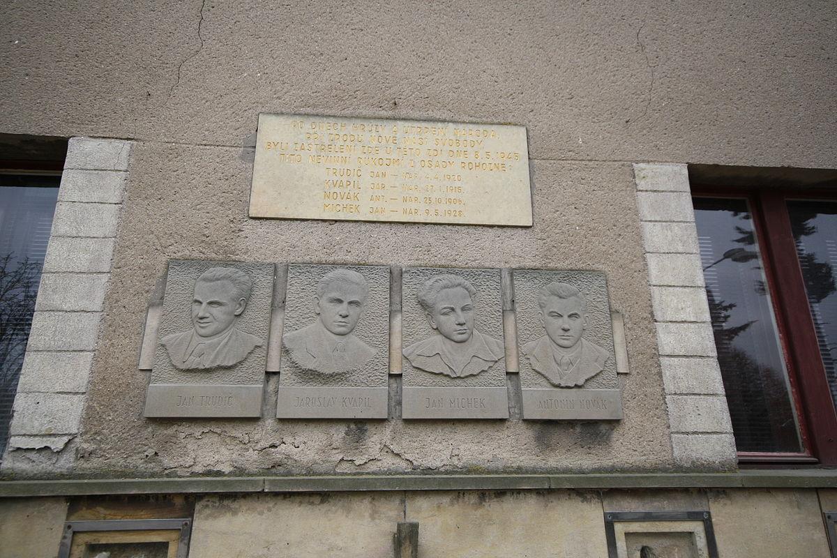 1200px-Memorial_of_World_War_II_victims_from_Trhová_Kamenice,_Chrudim_District