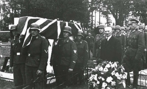 A RAF airman is buried with full military honors by occupying German soldiers, Channel Islands, 1943 (1)