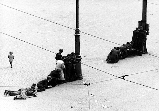 Amsterdam-Dam-Square-5th-May-1945-Shooting-Second-World-War-small