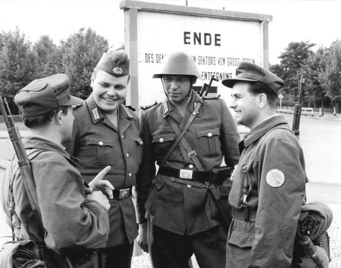 Berlin, Mauerbau, Kampfgruppen, NVA, VP