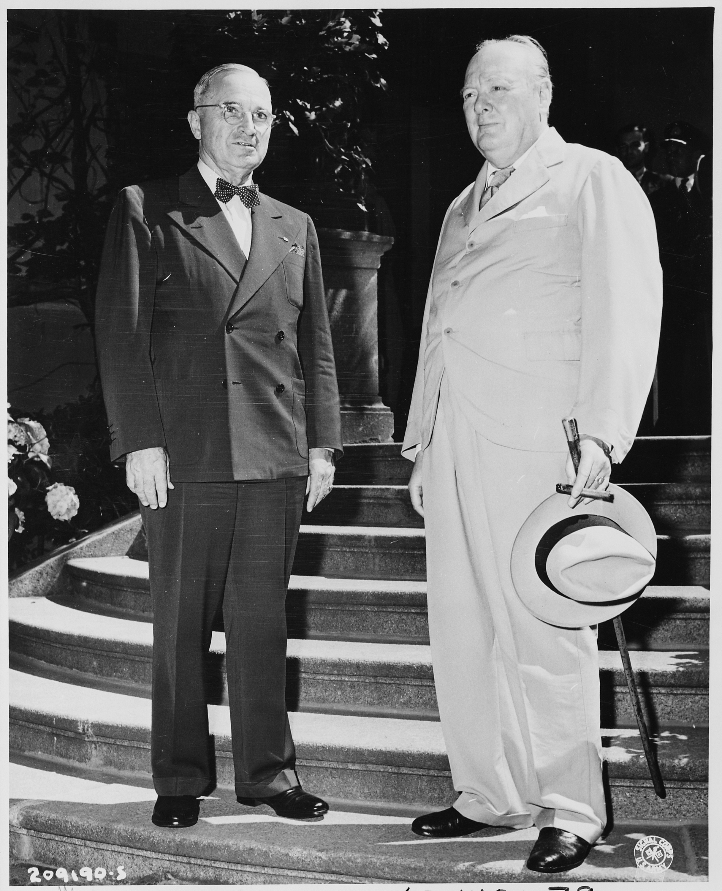 President_Harry_S._Truman_and_Prime_Minister_Winston_Churchill_on_the_steps_of_the_-Little_White_House,-_the..._-_NARA_-_198764