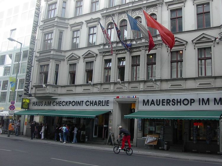 1024px-Haus_am_Checkpoint_Charlie_museum