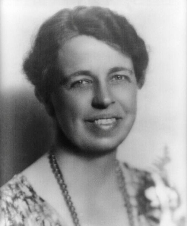 800px-Eleanor_Roosevelt_portrait_1933