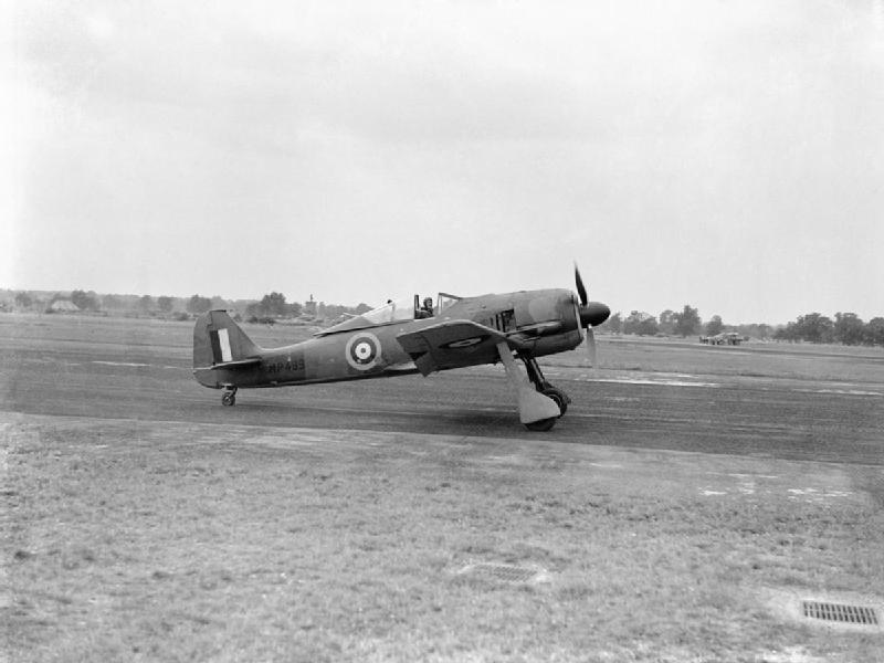 A_captured_Focke_Wulf_Fw_190A-3_at_the_Royal_Aircraft_Establishment,_Farnborough,_with_the_RAE's_chief_test_pilot,_Wing_Commander_H_J_-Willie-_Wilson_at_the_controls,_August_1942._CH6411