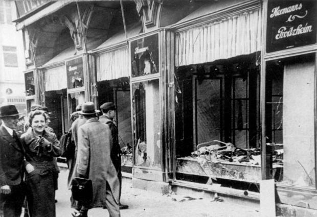 Bundesarchiv_Bild_146-1970-083-42,_Magdeburg,_zerstörtes_jüdisches_Geschäft