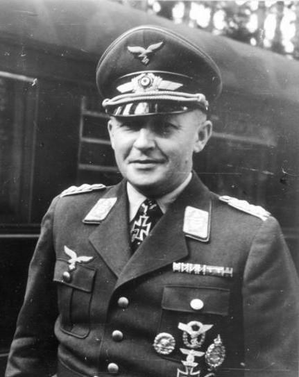 Bernhard-Hermann Ramcke, Kurt Student