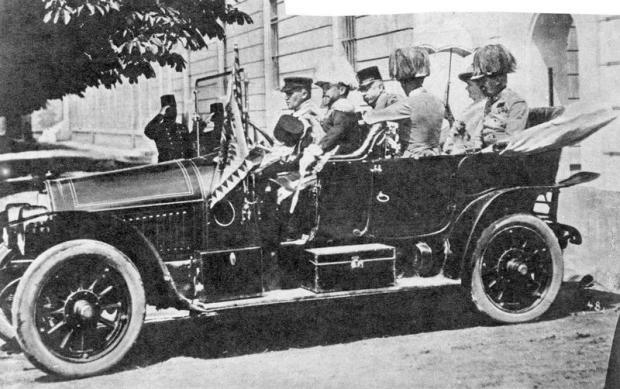 Franz-Ferdinands-car-full
