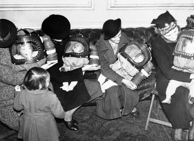 Gas masks for babies tested at an English hospital, 1940 (2)
