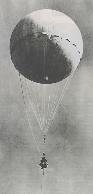 Japanese_fire_balloon_Moffett