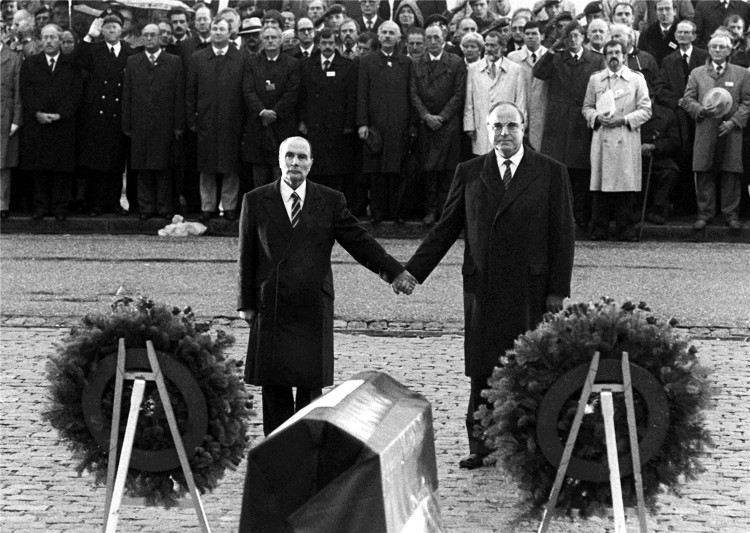 Kohl and Mitterand in Verdun, 1984 (1)