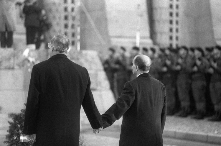 Kohl and Mitterand in Verdun, 1984 (3)
