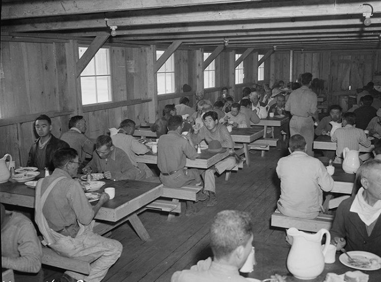 manzanar-relocation-center-lunchtime