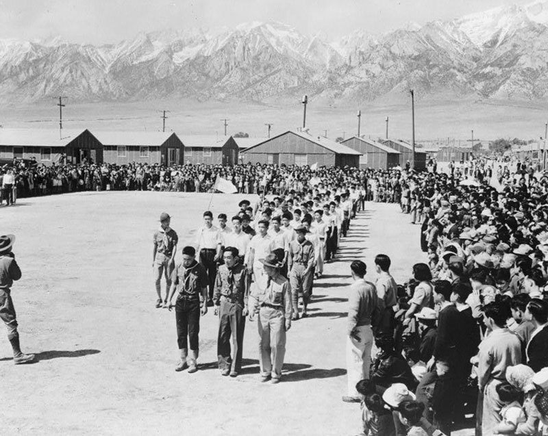 manzanar-relocation-center-memorial-day-1942