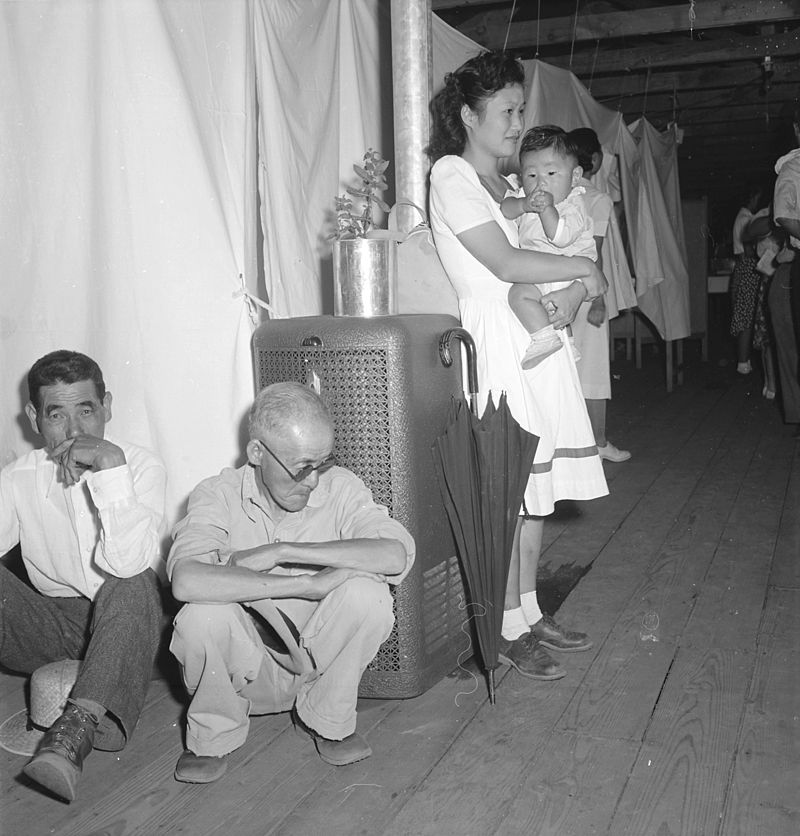 Manzanar_Relocation_Center,_Manzanar,_California._A_typical_interior_scene_in_one_of_the_barrack_ap_._._._-_NARA_-_538136