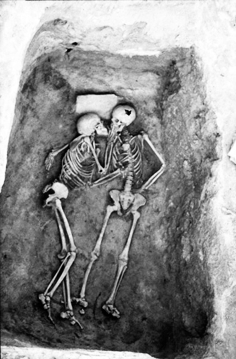 The 2800 years old kiss
