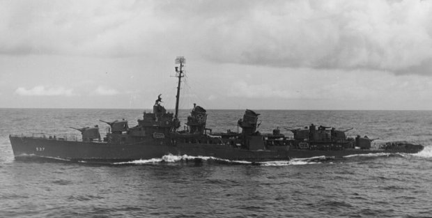 USS_The_Sullivans_(DD-537)_off_Ponape_1944